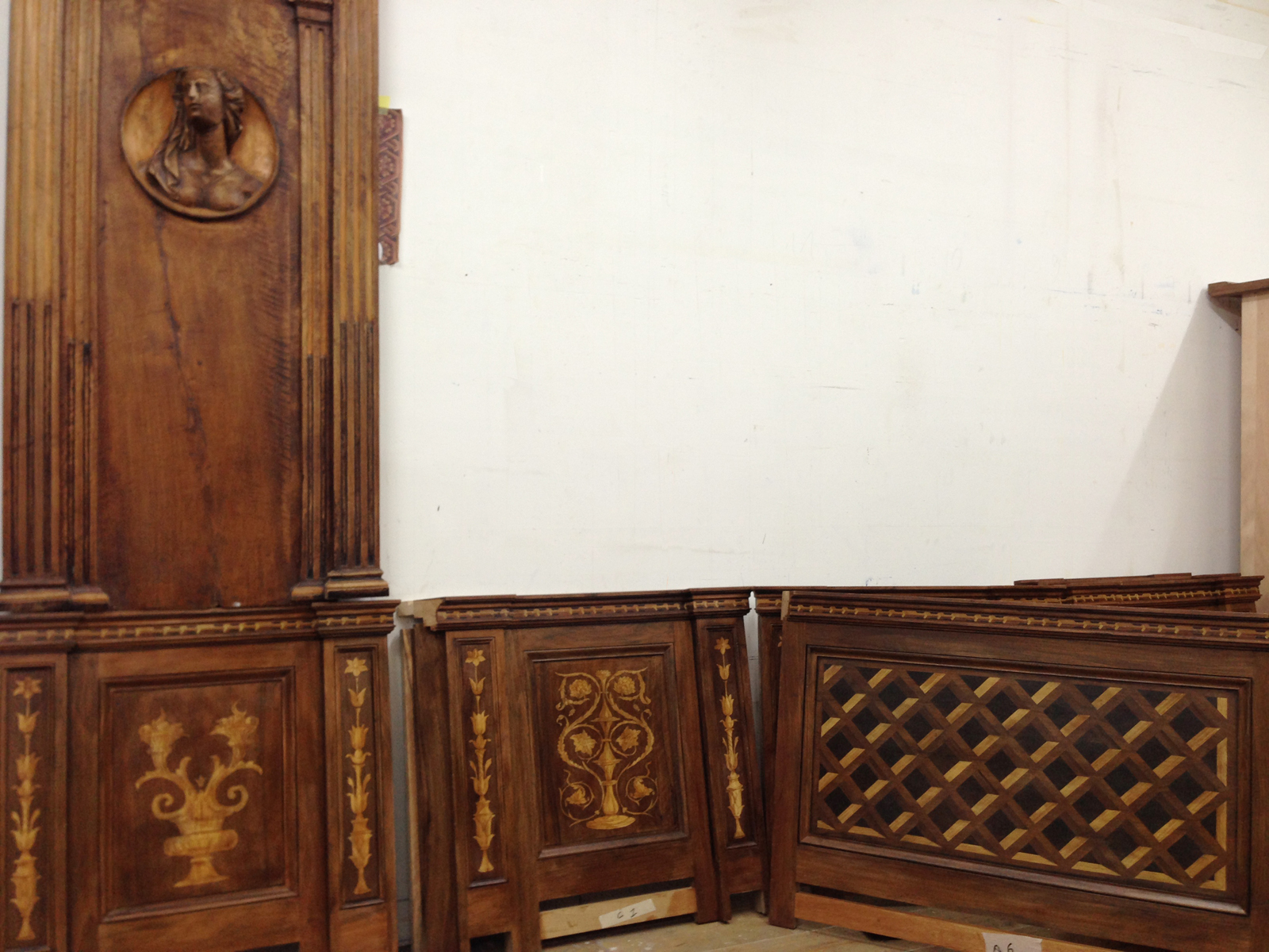 faux-wood marquetry painted on walnut elements combined with ancient panels
